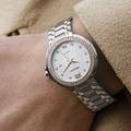 腕時計をつける位置は?男女別のおすすめの付け方と手首への締め具合を解説!