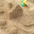 【意外と簡単DIY!】自宅の庭に砂場を作る方法!コレで子どもが思いっきり遊べる!